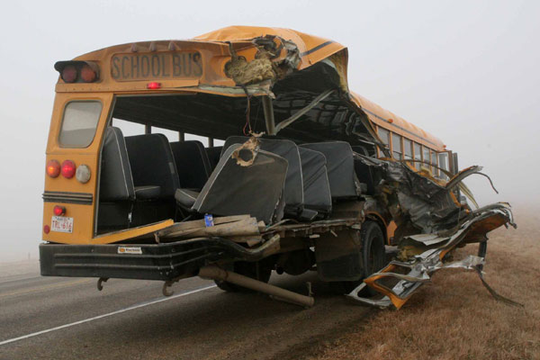 bus_crash_rear-22605436_std